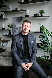 Станислав Тихомолов